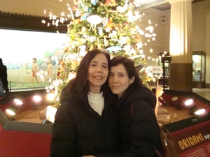 mother-daughter-with-the-tree
