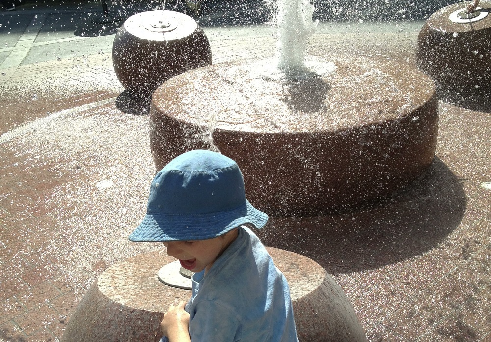best-spray-parks-Seattle-kids-families-Thornton-Place-fountains