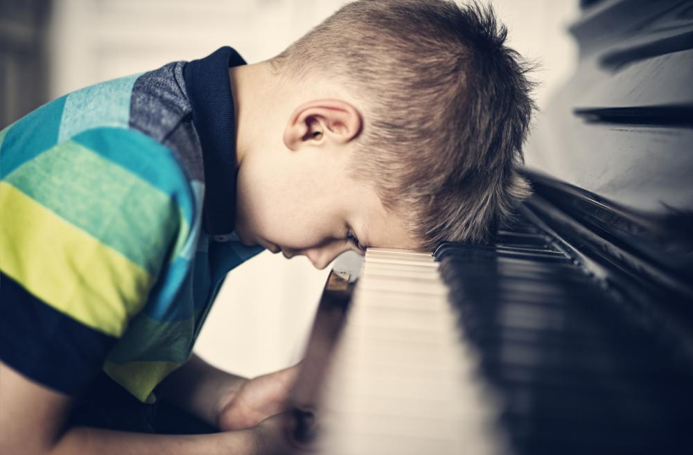 frustrated-boy-with-piano