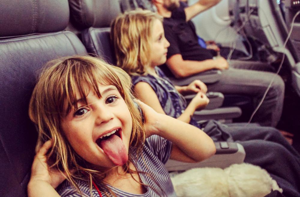 Family-with-kids-flying-out-of-Paine-Field-Everett-Washington-Sea-Tac-alternative