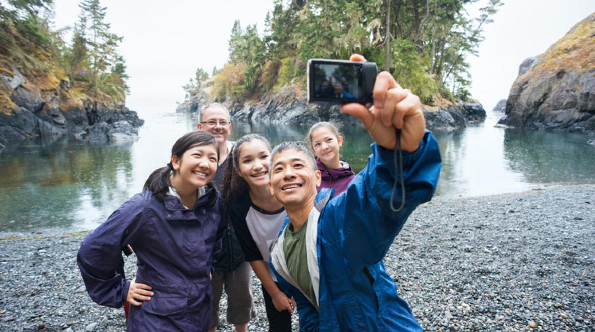 hiking family memory selfie