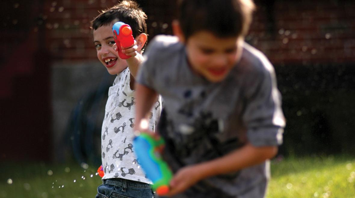 water pistol play