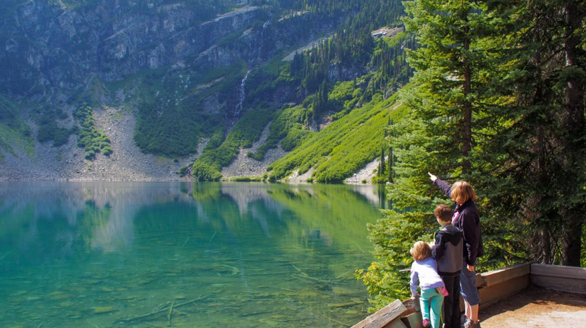Best-hikes-for-strollers-tots-young-kids-families-near-Seattle-Rainy-Lake