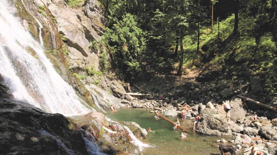 Rocky Brook Falls kid-friendly swimming hole in Washington