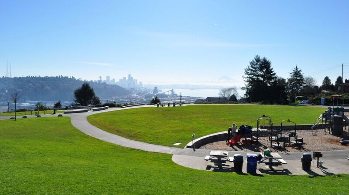 Ella-Bailey-parks-with-amazing-views-Seattle-kids-families