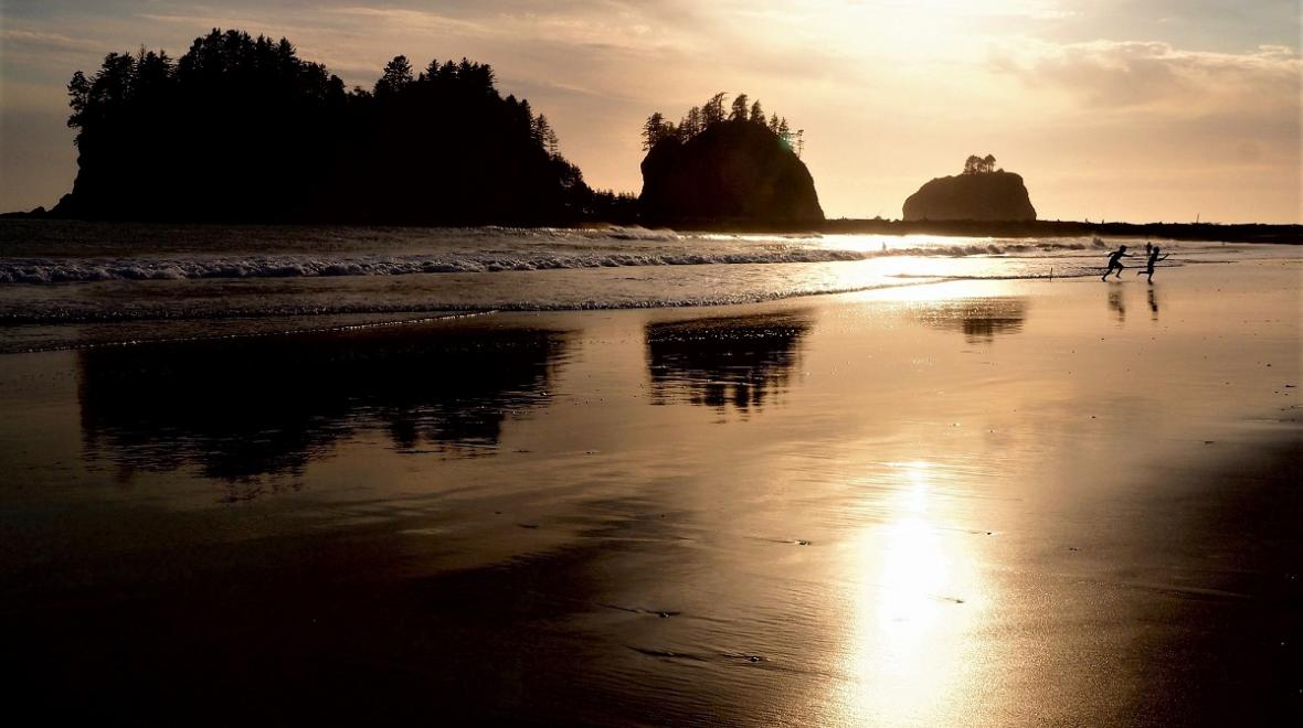 Olympic-Peninsula-family-adventures-escape-with-kids-first-beach-sunset
