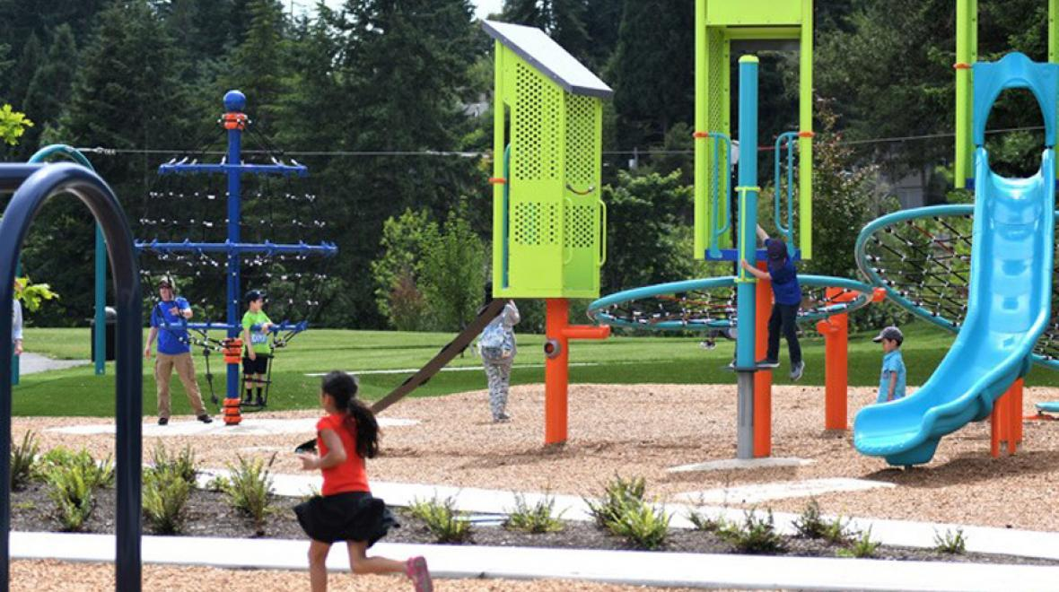 Best-Eastside-playgrounds-kids-playing-at-new-surrey-downs-park-bellevue-washington