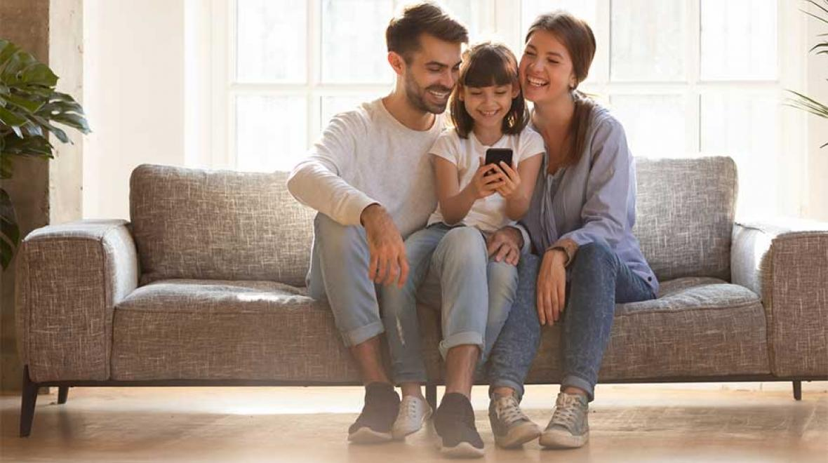 family setting limits on screen time and cell phones