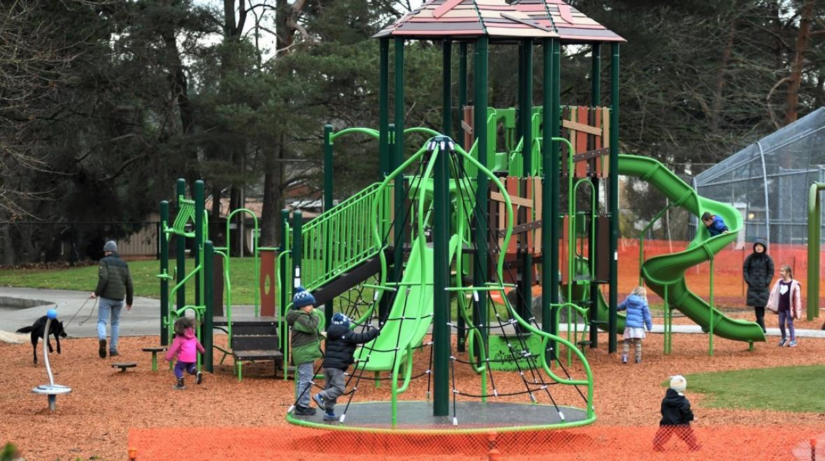 New-EC-Hguhes-playground-kids-playing-play-structure-west-seattle-neighborhood-parks