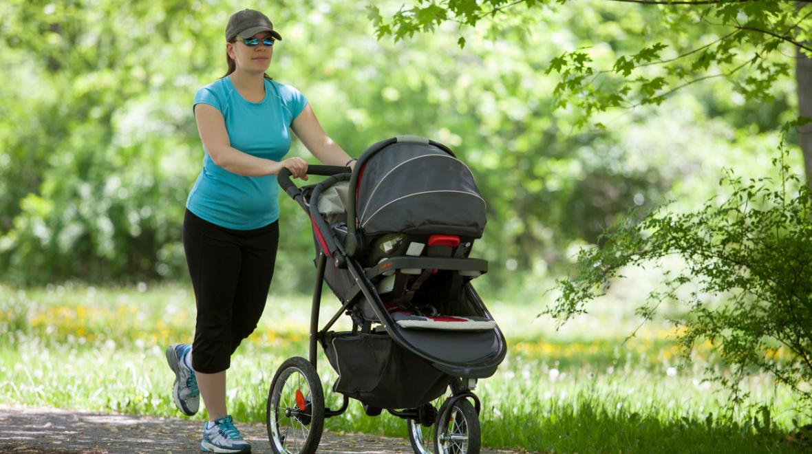 Mom running with baby in stroller on paths around Seattle, Bellevue and the Eastside