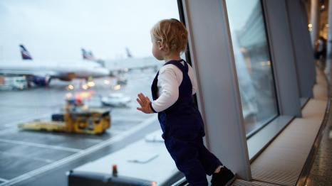 baby-in-airport