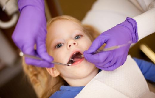 Young girl at the dentist