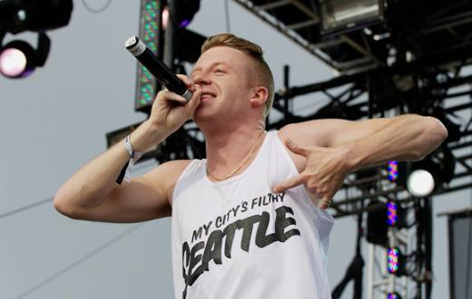 macklemore-singing