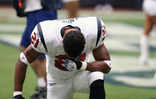kneeling-football-player