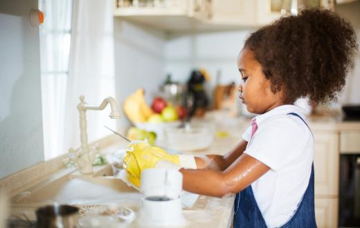 child-doing-dishes