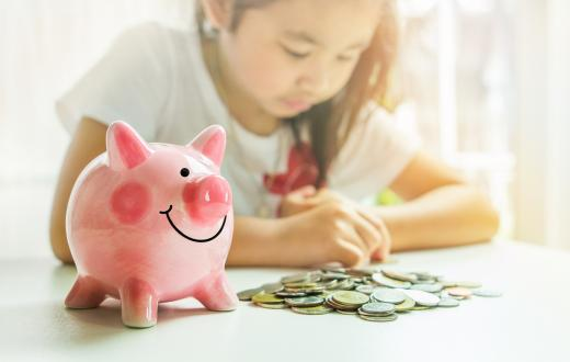 child-with-piggybank
