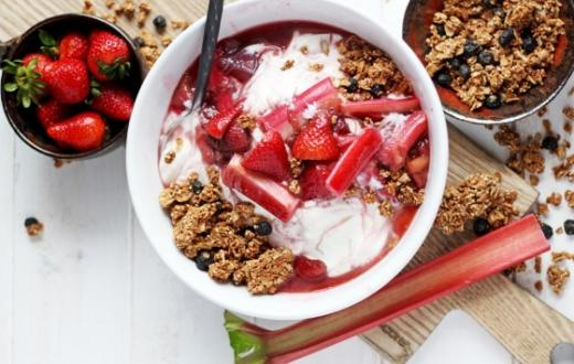 Strawberry Rhubarb Pie Yogurt Parfait