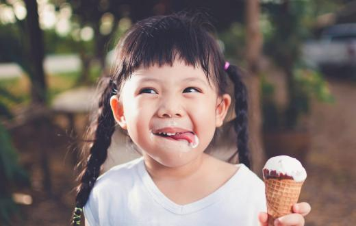 girl with ice cream cone lick lips tasty ice cream shops for seattle kid and families