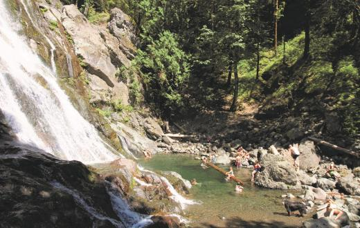 Rocky Brook Falls kid-friendly swimming hole for families in Washington