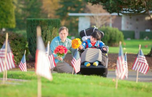 Dad-and-son-cemetary-memorial-day-weekend-events-seattle-kids-families