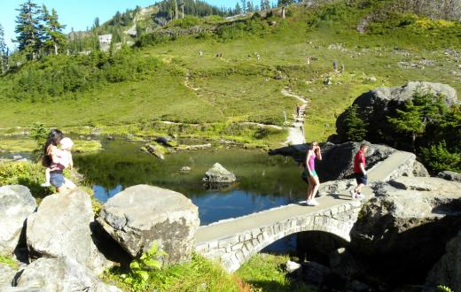 Best-hikes-to-lakes-Washington-families-kids-Bagley-Lake-Mount Baker