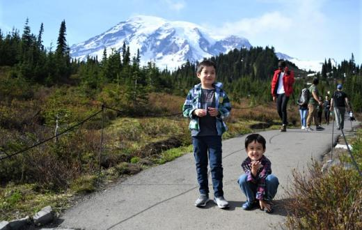 Kids-on-trail-Paradise-Mount-Rainier-family-adventure