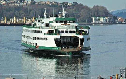 Ferry-adventures-with-kids-walk-on-to-Bainbridge-or-Bremerton