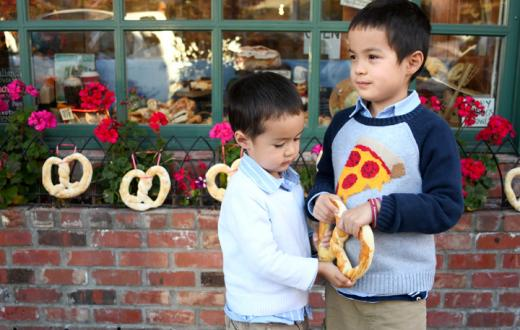 Boys-eating-giant-pretzel-Leavenworth-Washington-perfect-fall-family-getaway-destination-Seattle