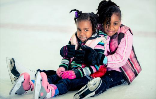 girls-sisters-ice-skating-best-ice-rinks-seasonal-winter-seattle-tacoma-bellevue-kids-families