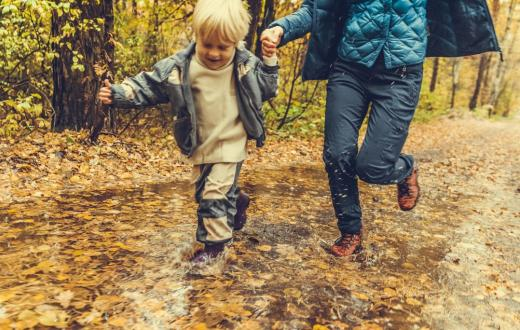 Mom-child-running-wet-leaves-puddle-best-weekend-events-for-families-Seattle-Bellevue-Eastside-Tacoma-South-Sound