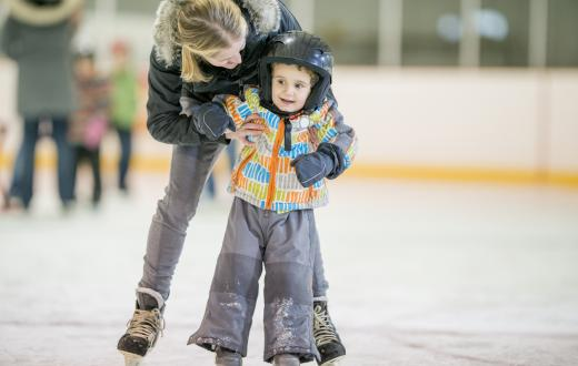 mother-son-learning-ice-skate-tips-teaching-kids-ice-skate