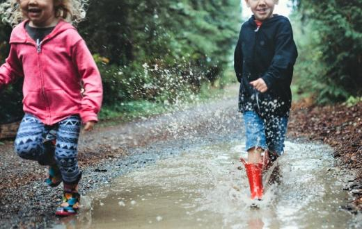 Kids-jumping-in-puddle-boots-Seattle-best-weekend-activities-events-kids-families-kids-seattle-tacoma-bellevue-eastside-puget-sound