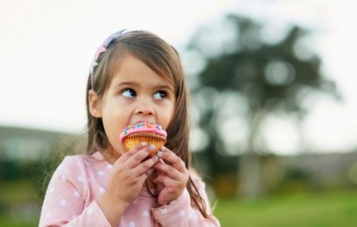 Girl-eating-cupcake-at-the-park-best-south-sound-tacoma-area-treats-parks-kids