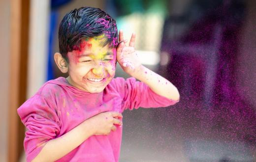 Girl-celebrating-holi-colors-best-seattle-area-Holi-events-kids-families-redmond-eastide