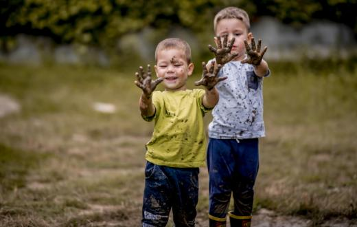Kids-playing-with-mud