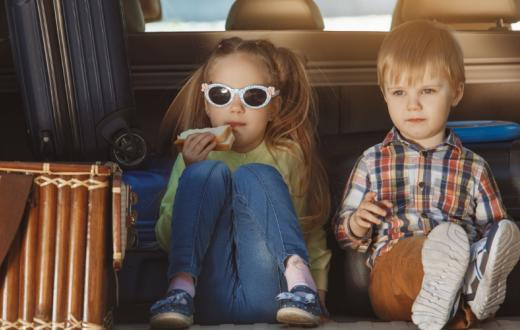 kids-eating-the-back-of-the-car