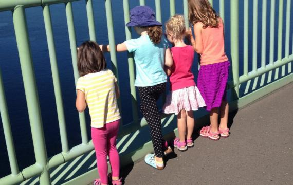 Family-hike-tacoma-narrows-bridge-fun-with-kids