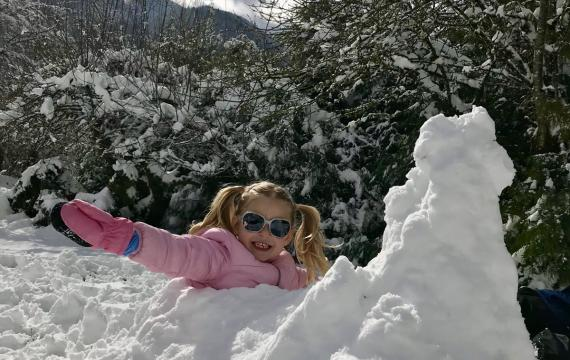 Seattle-area child enjoys a snow day
