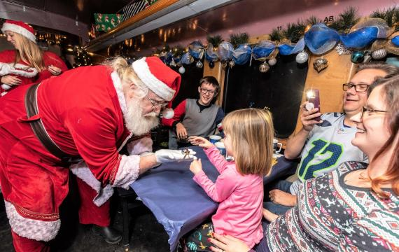 Holiday-santa-train-book-now-polar-express-family-train-excursions-seattle-tacoma-bellevue-eastside