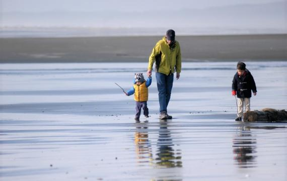 Seabrook-easy-family-getaway-from-seattle-dad-boys-walking-on-the-beach
