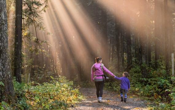 Best-family-hikes-no-drive-in-town-nature-walks-seattle-eastside-kids-families