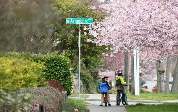 Kids-riding-bikes-neighborhood-coronavirus-silver-linings-trying-to-find