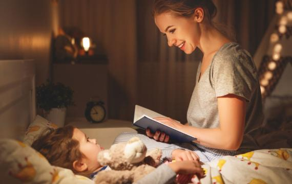 Mom-reading-to-kid